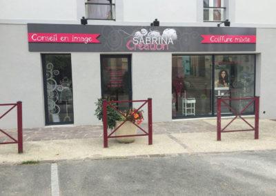 p2id-vitrine-magasin-salon-de-coiffure-sabrina-création-guignen
